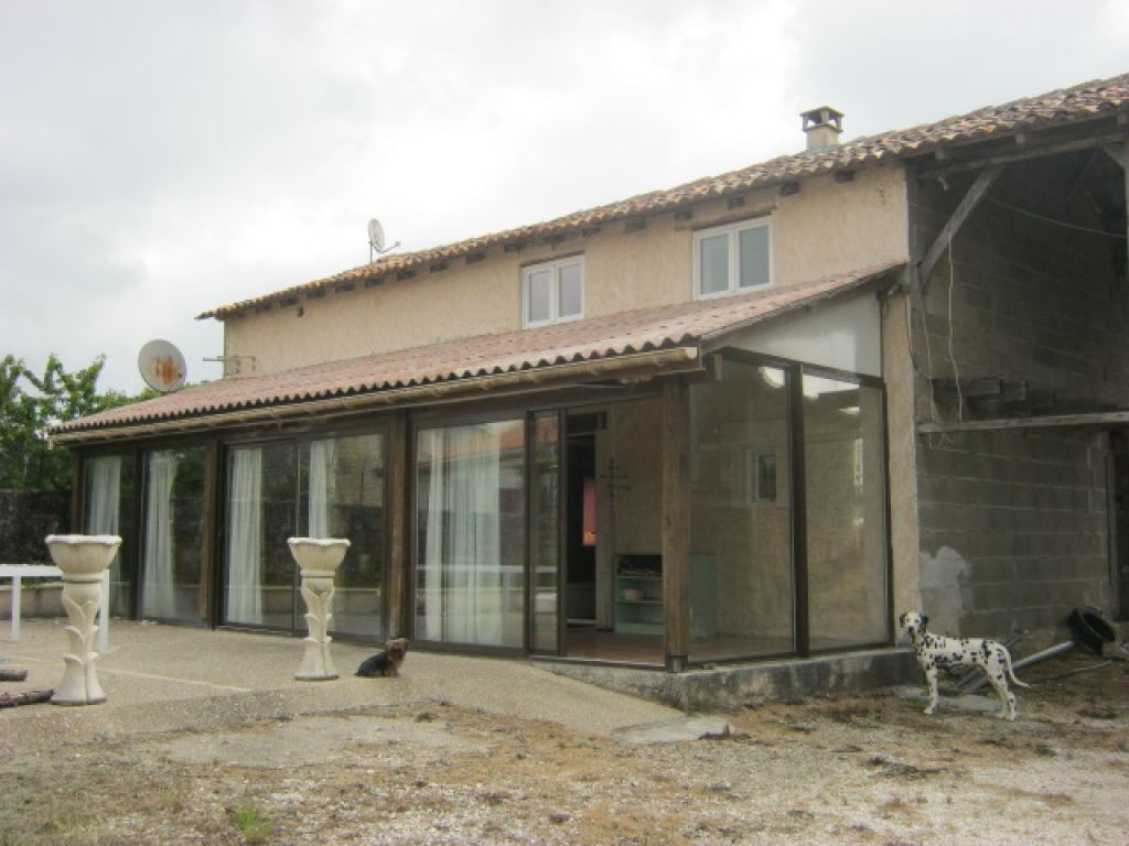 3 bedroom stone house near Villebois